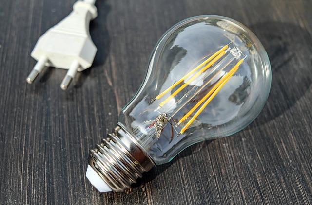 zástrčka, žárovka, žlutá vlákna