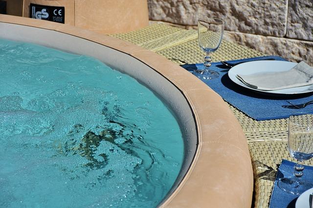 Pravidelné čištění vířivky zaručí kvalitní vodu