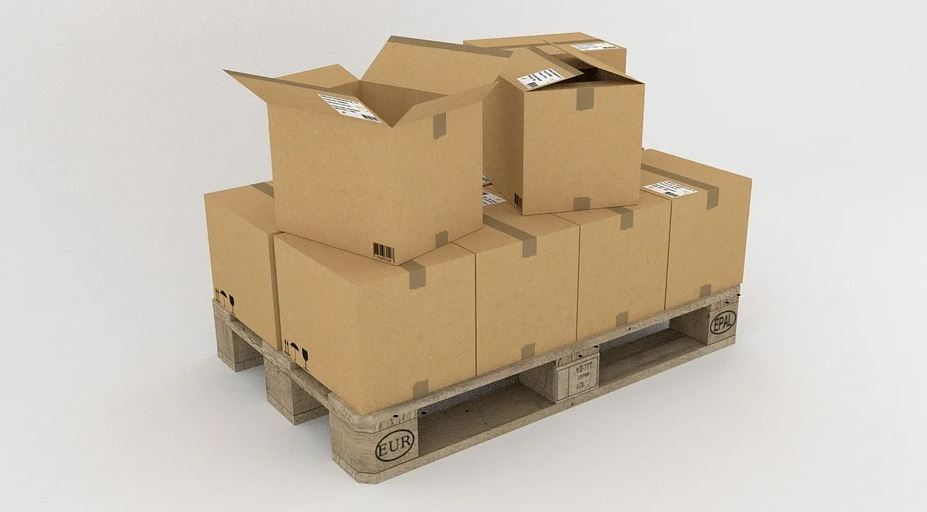 krabice na paletách