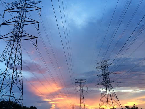 Podle čeho se řídit při výběru elektrocentrály? Tyhle parametry se vyplatí sledovat!